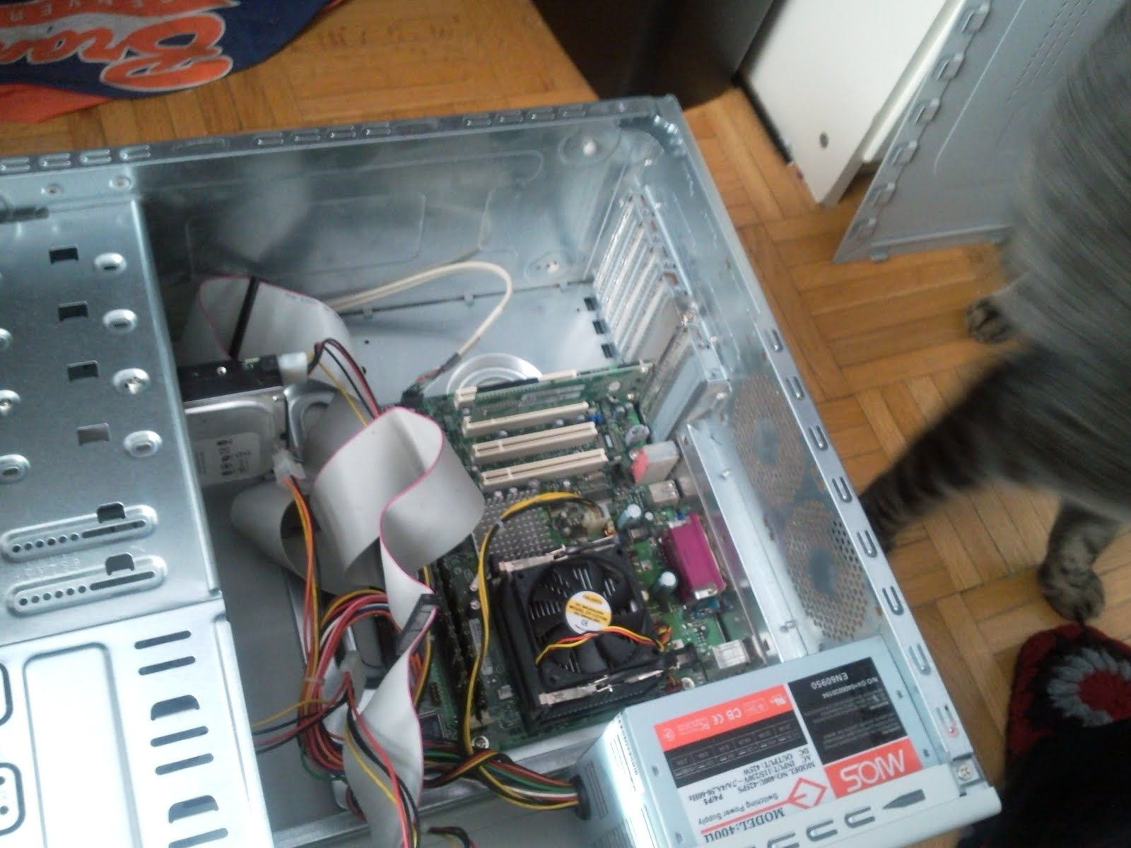 A shot of the interior. It has a pretty tiny motherboard